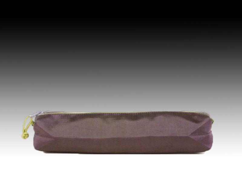 Элегантный шелковый очечник