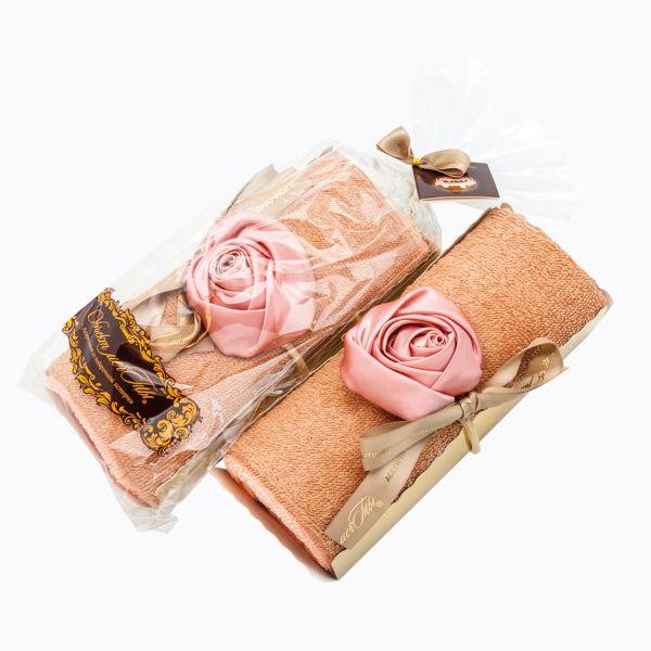 Рулет из махрового полотенца с шелковой розой