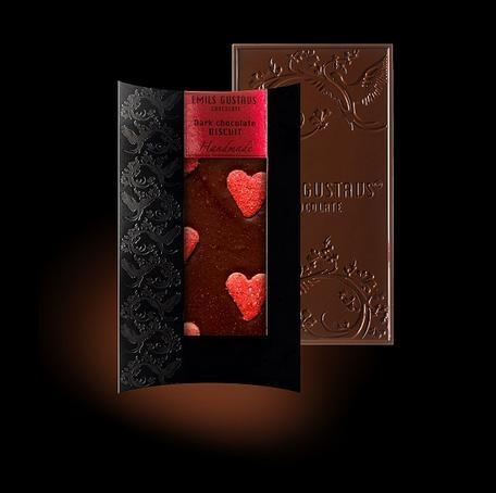 Шоколад с бисквитными сердцами