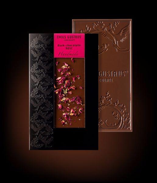 Шоколад с лепестками роз