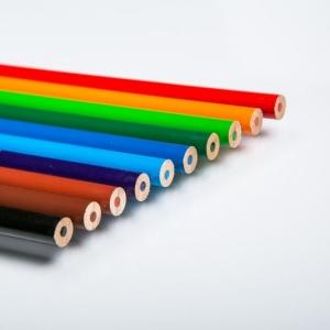Разноцветные карандаши с простым грифелем