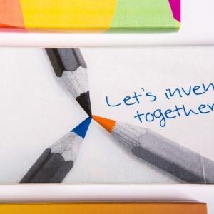 Набор фирменных карандашей в коробке