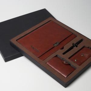Набор из эко-кожи в персональной коробке