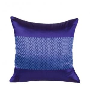 Шелковая подушка с декоративной наволочкой