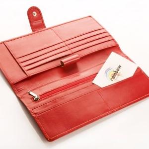 Красное портмоне из кожи