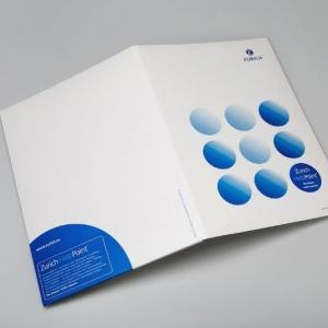 Фирменная белая папка со слоганом бренда