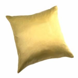Шелковая подушка золотого цвета
