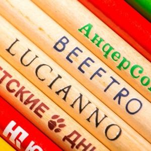 Разноцветные фирменные карандаши
