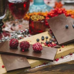 Корпоративная поляна с шоколадом и сладостями