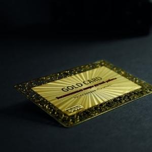 Клубная карта с золотым покрытием и сквозной гравировкой