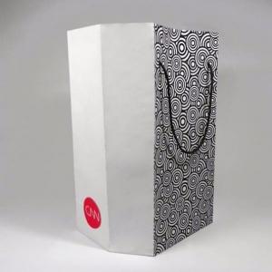 Фирменный пакет из металлизированной бумаги