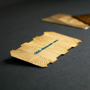 Металлическая визитка-логотип