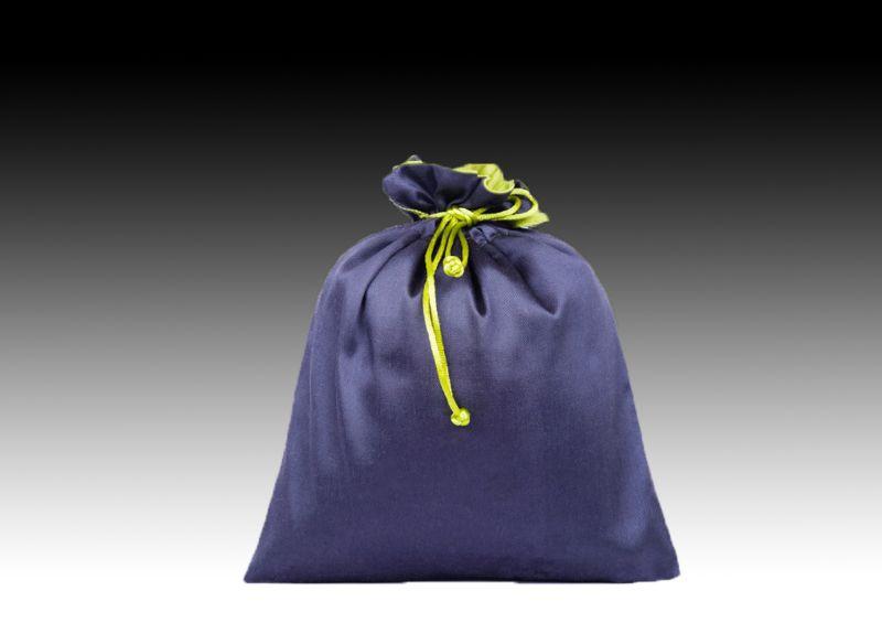 Шелковый синий мешочек
