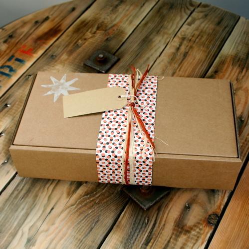 Подарочная коробка из микрогофрокартона