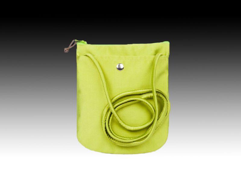 Наплечная сумочка из шелка