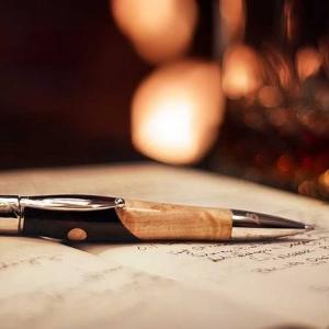 Подарочная ручка с корпусом из натурального дерева
