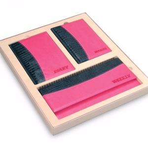 Подарочный черно-розовый набор с лого