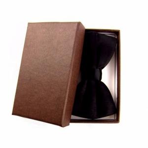 Черная бабочка в фирменной коробочке
