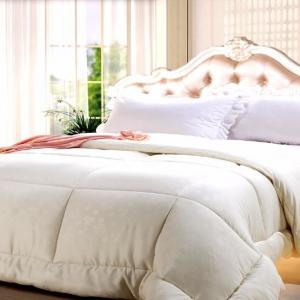 Подарочный постельный комплект из шелка