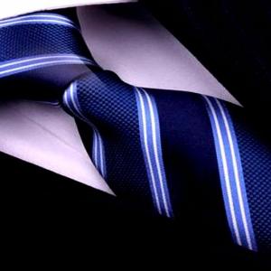 Элегантный шелковый галстук