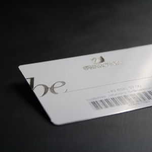Металлическая дисконтная карта, белый металл