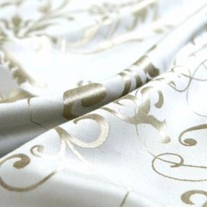 Постельное белье с узорами по шелку