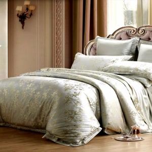Шелковый спальный комплект с вензелями
