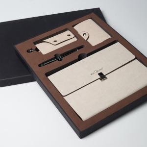 Фирменный набор из эко-кожи