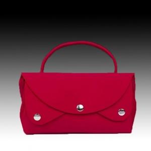 Красная шелковая сумочка