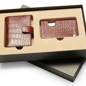 Строгий подарочный набор из кожи