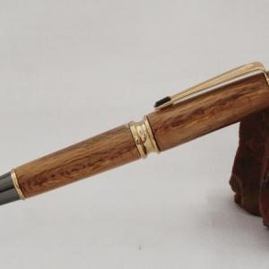 Металлическая ручка с деревянным корпусом