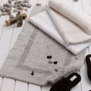 Махровый коврик для ванной комнаты