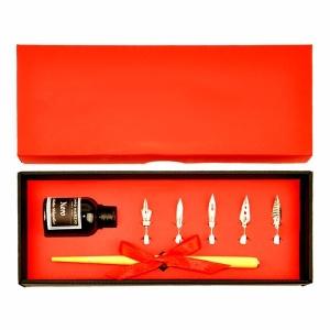 Металлическая перьевая ручка и сменные перья в подарочной коробке