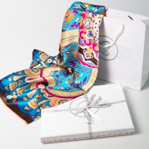 Шелковый платок в фирменной упаковке