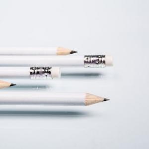 Простой карандаш с ластиком
