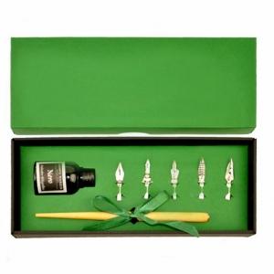 Набор с металлической перьевой ручкой в подарочной коробке