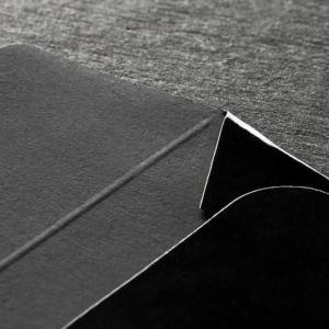 Деловой конверт из черной дизайнерской бумаги