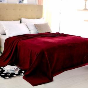 Стильный спальный комплект из шелка