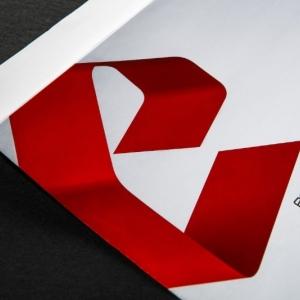Фирменный конверт из плотной мелованной бумаги