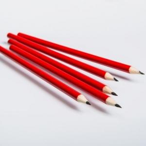 Красный простой карандаш